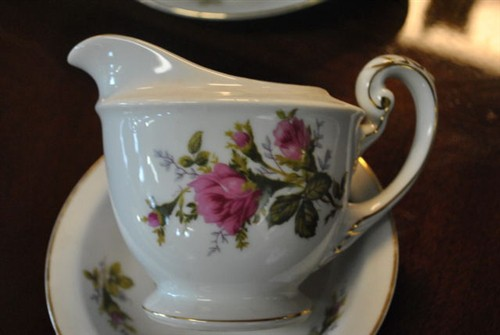 Floral Park Moss Rose | Fine China Collection | Aardvark Antiques